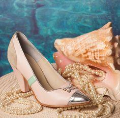 Modelo ISABELLA, para un estilo con elegancia.  Aprovechá el fin de semana, te esperamos en nuestros locales para probarlos! Pumps, Heels, Outfits, Fashion, Templates, Elegant, Style, Heel, Moda