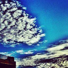 Buenos dias!! De Madrid al cielo...?  #cielo #chamberi #vistasdesdemiventana   ©Raquel Conde/Infinita/Infiniteando