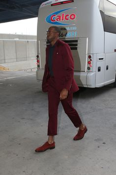 Former Arizona Wildcat Andre Iguodala arrives at the arena in New Orleans in this burgundy get-up. Game 3; #WARRIORSvPELICANS