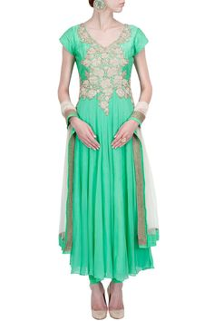 Spring green zardosi embroidered kurta set BY ANEESH AGARWAAL. Shop now at perniaspopupshop.com #perniaspopupshop #clothes #womensfashion #love #indiandesigner #aneeshagarwaal #happyshopping #sexy #chic #fabulous #PerniasPopUpShop #ethnic #indian