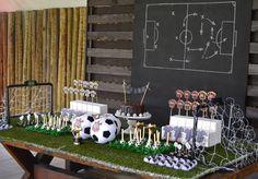 Soccer themed party table Mesa para festa infantil com o tema Futebol bem original por Babolina