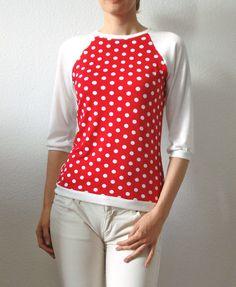 T-Shirts & Sweatshirts - Longsleeve gepunktet rot creme Gr.S (34-38) - ein Designerstück von lucylique bei DaWanda