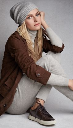 Ralph Lauren Modern Minimal: Rich chocolate and soft grey cashmere, luxurious neutrals define the season. Valentina Zelyaeva, How To Have Style, Mein Style, Polo Ralph Lauren, Casual Chic Style, Classic Outfits, Glamour, Pull, Lady