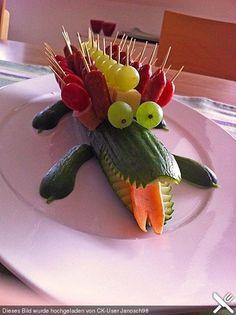 Gurken Krokodil - Gemüse Deko für Kinder *** Cucumber Crocodile - Deco Idea for Kids