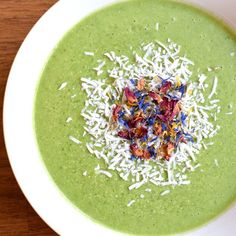 This cooling green coconutty smoothie bowl from the @iquitsugar ebook was perfect for lunch on this very hot Sunday. Topped with shredded coconut and the edible flowers gifted to me from canberra @esntlingredient. Plus because the recipe makes two serves I've got monday breakfast sorted too! Win! Food Doctor, Shredded Coconut, Edible Flowers, Smoothie Bowl, Folk, Sunday, Favorite Recipes, Lunch, My Favorite Things