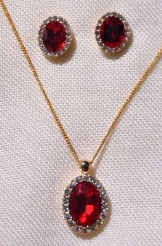 PRETTY RED OVAL& CLEAR RHINESTONE NECKLACE & POST EARRING SET, GOLD FILLED CHAIN