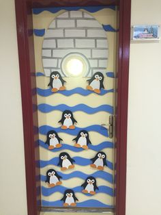 Penguen kapı süsü Classroom Door, Classroom Displays, Classroom Themes, School Board Decoration, School Decorations, Preschool Projects, Activities For Kids, Crafts For Kids, Kindergarten Design
