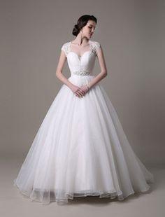 Vestido de novia con escote en corazón y faja