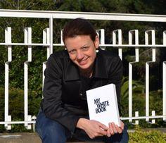 """Conosciamo meglio Fiona Chicca, l'autrice di L'APE REGINA, uno dei racconti selezionati nel concorso """"MYBOOK Tell Your Story #1"""" by NAVA.http://www.navadesign.com/it/blog/ape-regina-fiona-chicca/"""