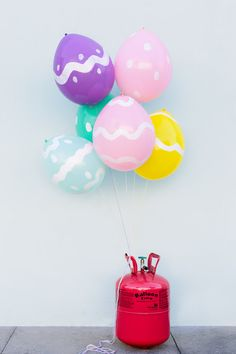 Simple #DIY to turn balloons into bright Easter Eggs