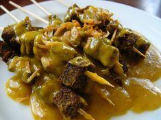 Sate Padang, Beef satay from West Sumatra - Indonesia Sate Padang, Beef Satay, Indonesian Cuisine, Indonesian Recipes, Yummy Food, Tasty, Big Meals, Exotic Food, My Best Recipe