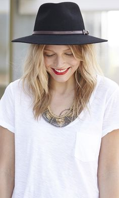 Wide brim outback hat in wool felt with band and buckle detail