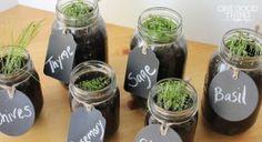KRUIDENTUIN.... leuk idee voor in de KEUKEN ( bij de RAAM bv.  )...Poten,potgrond ,touw ,diverse kruidenen en heel leuk etiketten