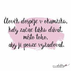 Být hluboce milován vám dává sílu. Hluboce milovat vám dává odvahu. ❤️☕ #sloktepo #motivacni #hrnky #laska #citat #miluju #kafe #zivot #darek #domov #rodina #stesti #nakup #czechgirl #czechboy #czech #praha Motto, Self Love, Motivational Quotes, Advice, Humor, Feelings, Words, Life, Psychology
