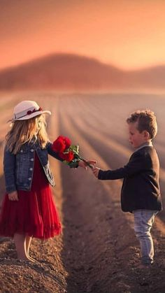 Raise Great Kids With These Proven Tips. In this article you will find some very solid advice on how to make child-rear Cute Baby Couple, Cute Baby Girl, Baby Love, Cute Couples, Cute Babies, Cute Kids Photography, Splash Photography, Precious Children, Beautiful Children