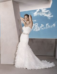 Attractive sleeveless trumpet / mermaid floor-length bridal gowns