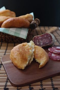 PIZZONTE (Pizze fritte Abruzzesi) are fried pizza that you can eat simple or stuffed with salami and cheese
