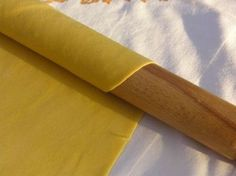 Sfoglia per lasagne.  Pasta fresca all'uovo. Cucina italiana-emiliana.