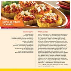 Estos sopes de pollo y chorizo son un platillo muy mexicano que no puede faltar en los días de fiesta. Consejo:  También puedes usar el relleno sobre pizza, para rellenar burritos ó como dip con totopos de maíz. ¡Yum!