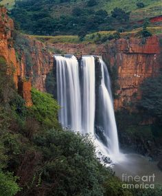 ✮ Elands River Falls in Mpumalanga - South Africa. My wife and I hiked this fall during our honey moon. The green and incredible colors must be there only during the Places Around The World, Oh The Places You'll Go, Places To Travel, Places To Visit, Around The Worlds, Beautiful World, Beautiful Places, Thinking Day, Land Scape