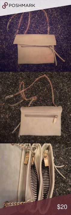 Boutique Crossbody Cute purse from Francesca's! Lots of pockets Francesca's Collections Bags Crossbody Bags