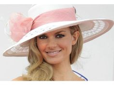 Kentucky Derby hat. I so want to have an excuse to wear an enormous hat one day :)