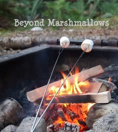 Cinnamon rolls on a stick - Using a can of cinnamon rolls, uncoil each roll and then wrap the dough around a stick. Roast the dough over the campfire just like a marshmallow, turning it so that it cooks evenly on all sides. Camping Glamping, Camping Meals, Camping Parties, Camping Stuff, Tin Foil Meals, Foil Packet Dinners, Campfire Snacks, Cinammon Rolls, Marshmallow Sticks