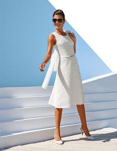 Knielanges, ausgestelltes Kleid in der Farbe wollweiß - elfenbein - weiß - im MADELEINE Mode Onlineshop