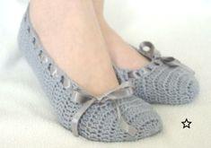 Home Ideas: How to make modern Crochet Slippers Crochet Boots Pattern, Shoe Pattern, Crochet Slippers, Crochet Patterns, Crochet Woman, Crochet Baby, Diy Crafts Crochet, Crochet Sandals, Modern Crochet