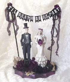 Get this one of a kind skeleton bride and groom centerpiece for your Goth wedding before its gone! It would also be great for a Halloween, Day