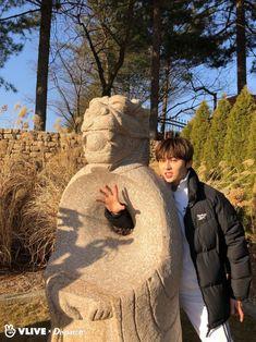Dispatch Channel Vlive Update (Baek Ho take a photo) Nu Est Minhyun, Nu'est Jr, First Boyfriend, You Are My World, Second Season, Hanbin, Pledis Entertainment, 3 In One, Jonghyun