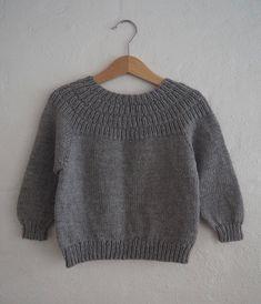 """594 Synes godt om, 18 kommentarer – PetiteKnit • knitting patterns (@petiteknit) på Instagram: """"Ankers Trøje Strikket i farven, der passer til alt! Opskriften findes på dansk og norsk på…"""""""