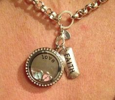 Thank you Elisabeth for sharing your locket!