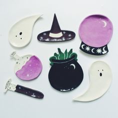 Ceramics by Lisa Junius I can't keep my eyes away from these adorable, charming ceramic plates by Luxembourg-based artist Lisa Junius. Ceramic Clay, Ceramic Pottery, Pottery Art, Ceramic Plates, Pottery Painting, Polymer Clay Crafts, Diy Clay, Polymer Clay Halloween, Clay Earrings
