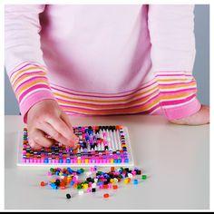 Набір барвистих намистин для творчості твого малюка, з яких виходять оригінальні прикраси!   Розвиває моторику рук та координацію рухів.   #творчість #креатив #kids #art