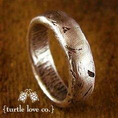 I'm repinning this for when I eventually find a man, I looooooove tjis wedding band