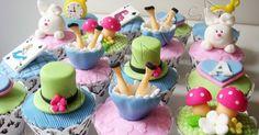 Cupcakes idealizados para a decoração provençal do Chá da Alice.   Decoração por Fábio Oliveira - Happy Fest