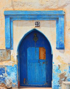#Essaouira inhabitants stick to #blue and #white to adorn the wall or entrance of their houses.