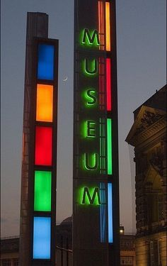 . Unmissable totems each side of entrance of @World_Museum ! Special place... via @janinesuggett