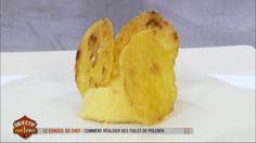 Préparer un plat qui inclut de la polenta peut s'avérer être une très bonne idée, mais Philippe Etchebest conseille de jouer sur les textures. Il livre ici les astuces nécessaires pour réaliser des tuiles de polenta et donner ainsi du croquant à un plat comme celui qu'Antoine lui a proposé. Retrouvez Objectif Top Chef sur M6.