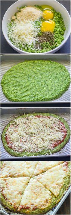 Broccoli Crust Pizza (Paleo, Low-carb, Gluten free) Décrudire broco 5 min vapeur très douce. Le mixer, ajouter 2 oeufs + parmesan + herbes. Cuire l'appareil 10 min four. Garnir et cuire encore 5 min.