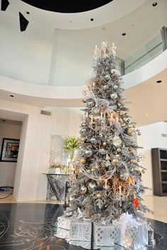 The decorations of this Holiday cheer are incomplete without a fully blown or symbolic Christmas tree! Christmas is round the corner and what is needed the most is a decorative Christmas tree! Going by wintery mood, snowy white holiday decor…