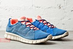 NIKE-FREE-POWERLINES-II-LTR-BRAVE-BLUE-ATOMIC-PINK-2