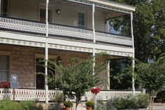 Fredericksburg Texas Bed and Breakfast, your Luxury TX Hill County B&B at Absolute Charm Bed and Breakfast Reservation Service - Lincoln Street Inn - Dove Main Page