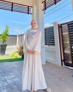 Fashion Muslimah, Abaya Fashion, Muslim Fashion, Women's Fashion, Fashion Outfits, Girl Hijab, Hijab Outfit, Dress Outfits, Casual Outfits
