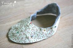 Sew Cute Slippers for Home with Your Own Hands – a free tutorial on the topic: Cutting & Sewing ✓DIY ✓Steps-By-Step ✓With photos Sewing Slippers, Cute Slippers, Doll Shoes, Leather Working, Make It Simple, Sewing Projects, Sewing Patterns, Baby Shoes, Ballerina Shoes
