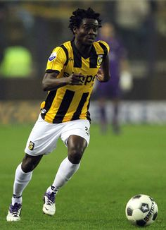 Anthony Annan Photos - Anthony Annan of Vitesse attacks the goal during the Eredivisie match between Vitesse Arnhem and SC Heracles Almelo at Gelredome on March 2012 in Arnhem, Netherlands. - Vitesse Arnhem v SC Heracles Almelo - Eredivisie Match Soccer, Goals, News, Sports, Hs Sports, Football, European Football, Sport, Soccer Ball