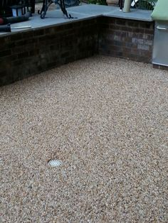 Epoxy Stone Flooring Pros And Cons - The Best Types Of Stone Pebble Stone Flooring, Pebble Floor, Natural Stone Flooring, Pebble Patio, Concrete Patio, Concrete Floors, Concrete Staining, Concrete Resurfacing, Resin Driveway