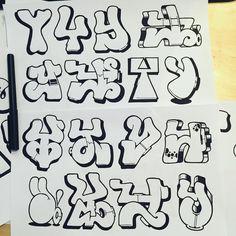 No photo description available. Graffiti Lettering Alphabet, Tattoo Fonts Alphabet, Graffiti Words, Graffiti Doodles, Graffiti Writing, Tattoo Lettering Fonts, Graffiti Tagging, Doodle Lettering, Lettering Design