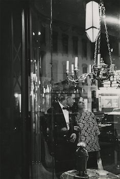 Saul Leiter Saul Leiter, Photography Gallery, Fine Art Photography, Street Photography, Vivian Mayer, New York School, Contemporary Photography, Light In The Dark, Photo Art